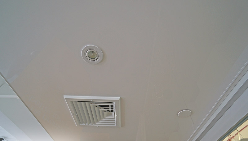 Вентилирование натяжного потолка