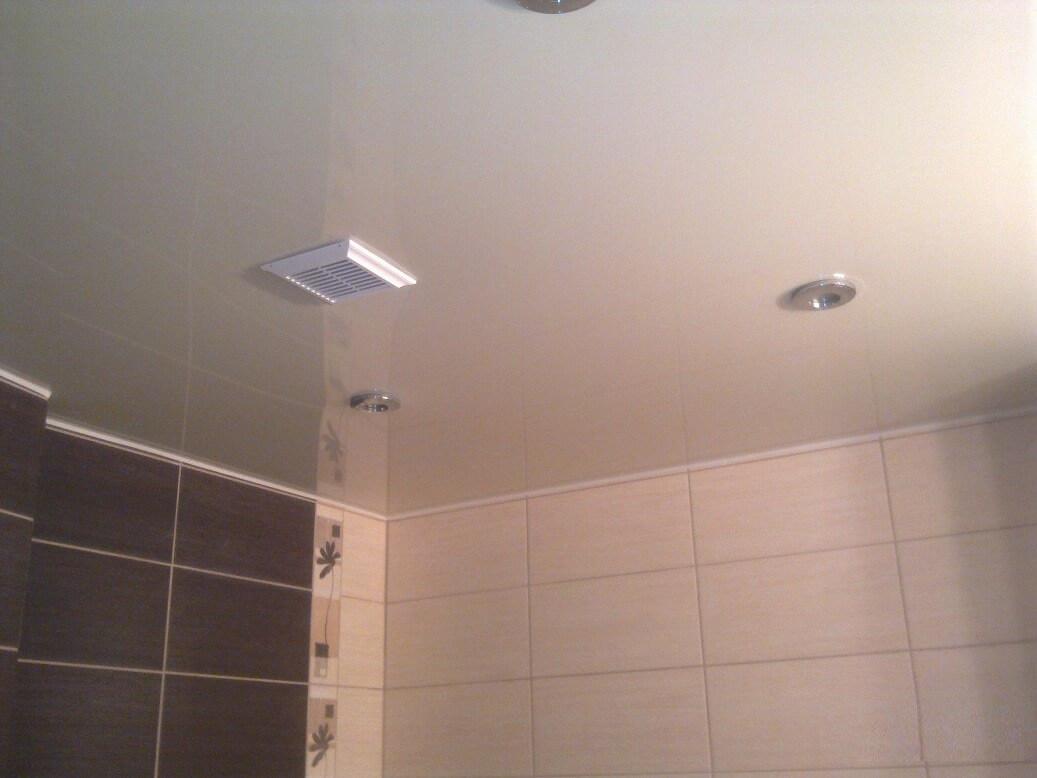 Натяжной потолок с вытяжкой