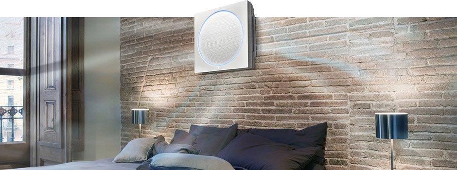 настенная сплит-система в комнате