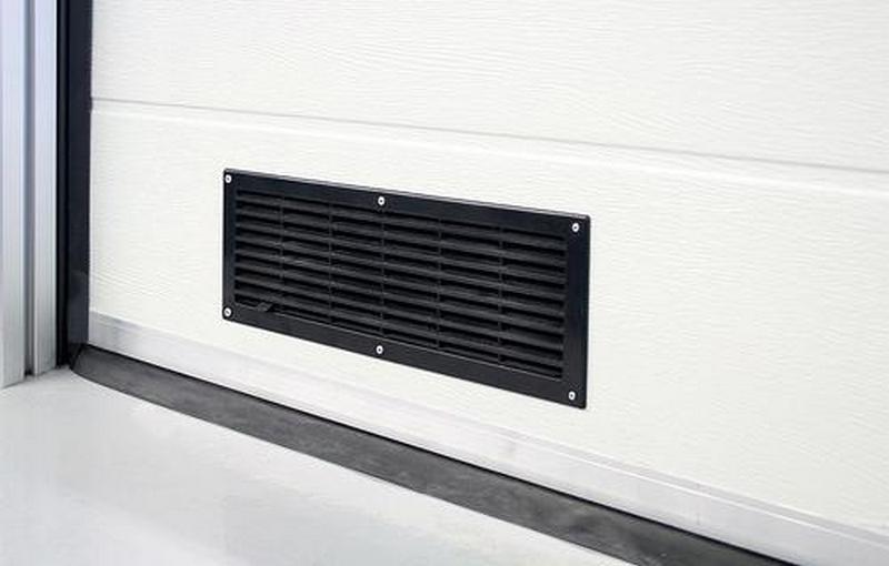 дверная вытяжка в гараже