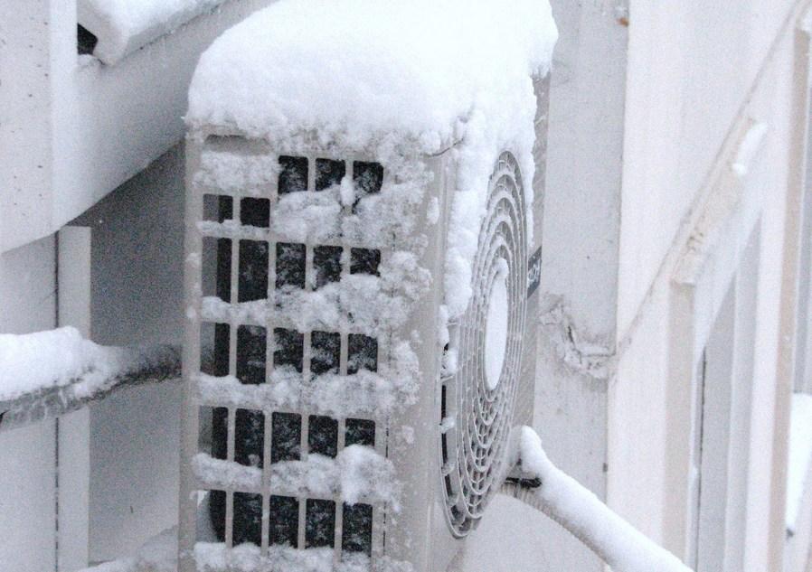внешний блок кондиционера зимой
